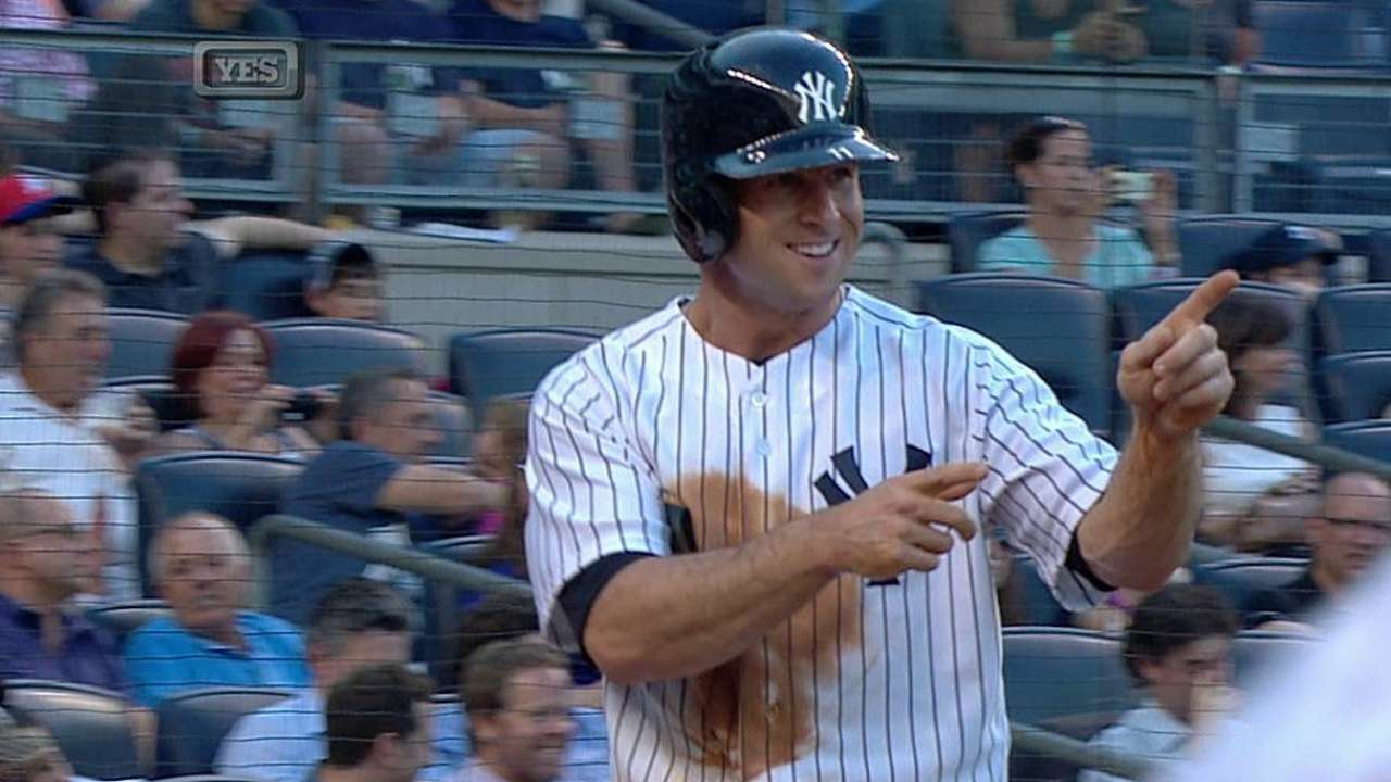 Yankees ganan y le 'pisan los talones' a Azulejos