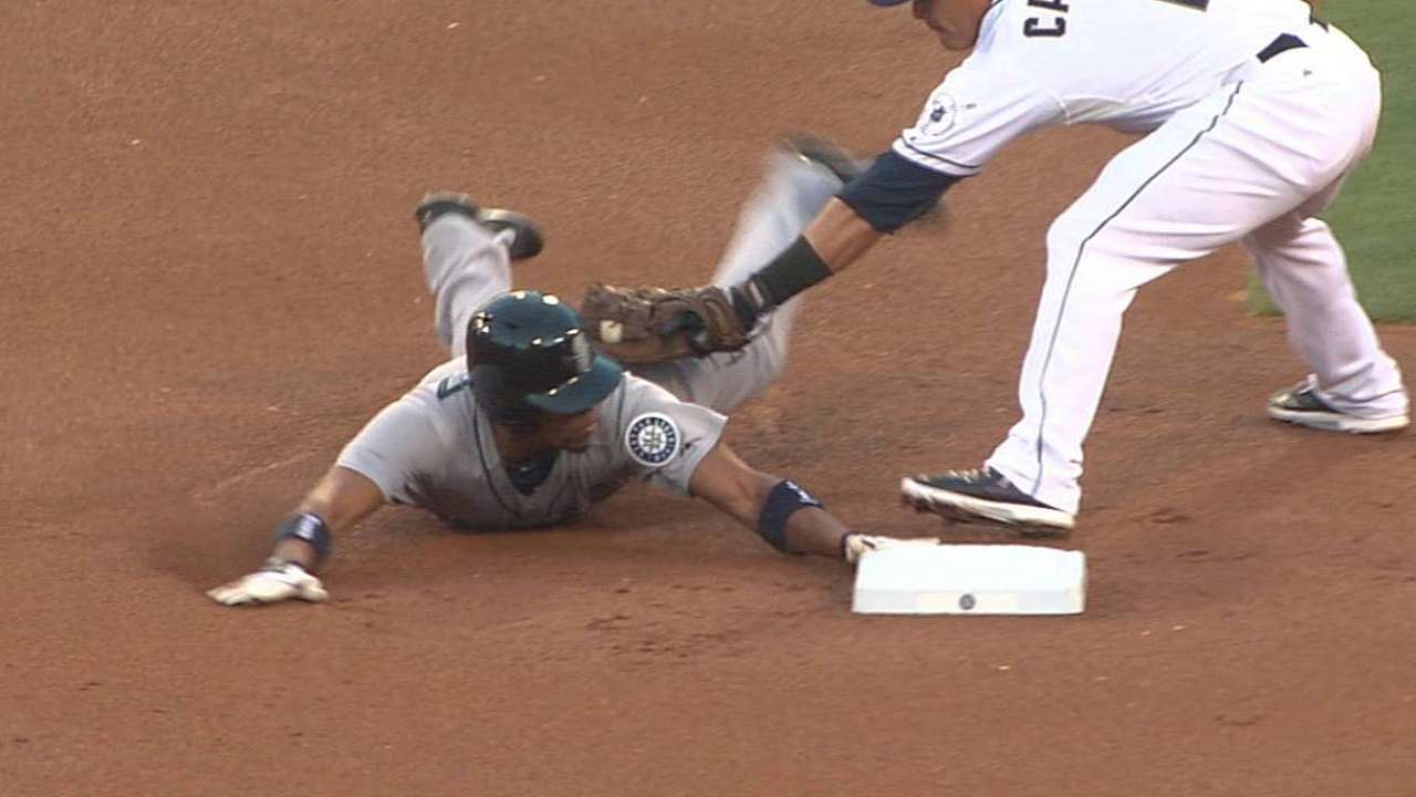 Mariners lose challenge on steal attempt