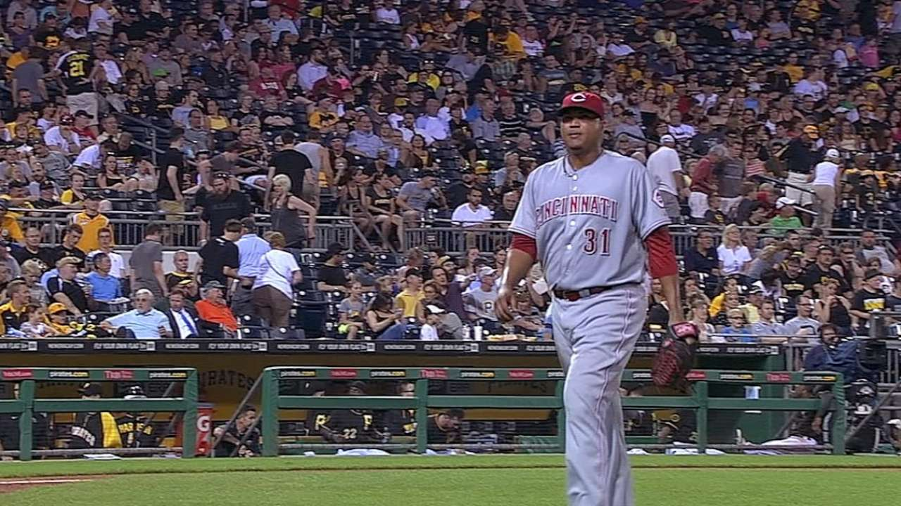 Simon NL's first 10-game winner as Reds rout Bucs