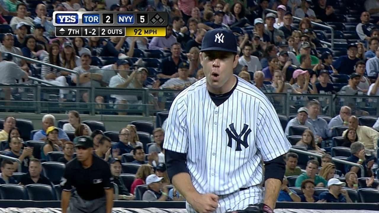 Yanks stay hot with sweep of first-place Jays