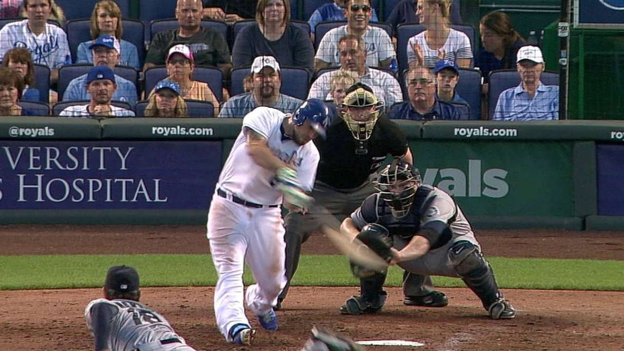 Royals' grip on first slips with loss to Mariners