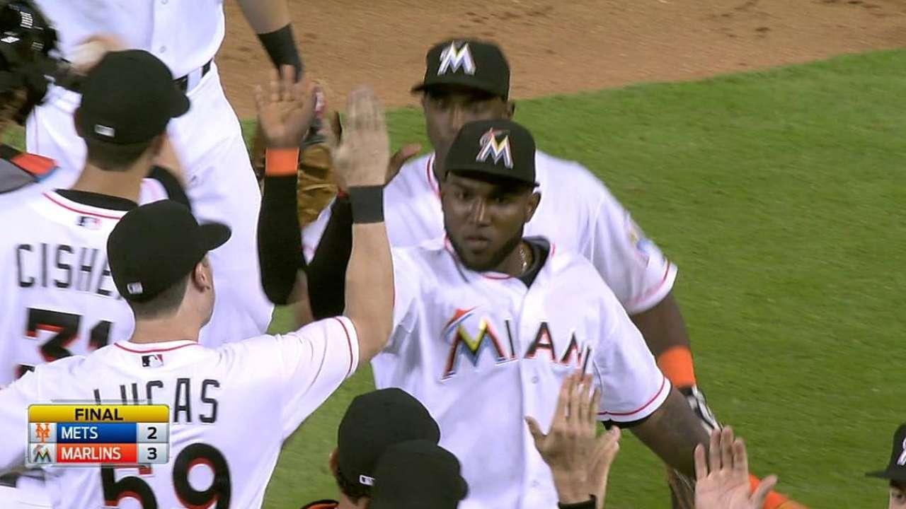 Ozuna y Hechavarría guían a Marlins sobre los Mets