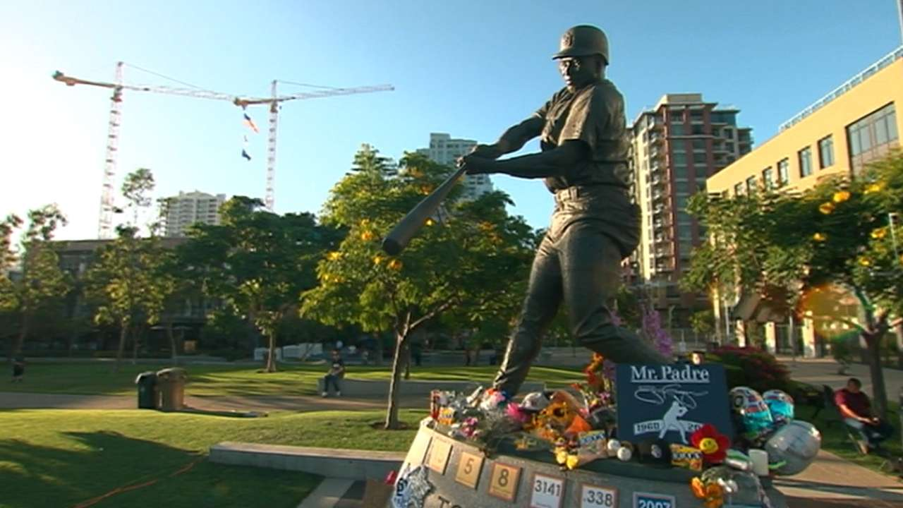 Padres open homestand with tribute to Gwynn