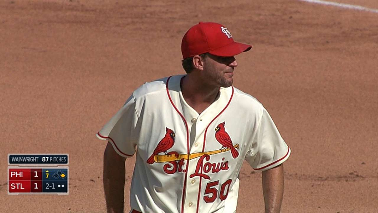 Wainwright's dominant day lifts Cards past Phils