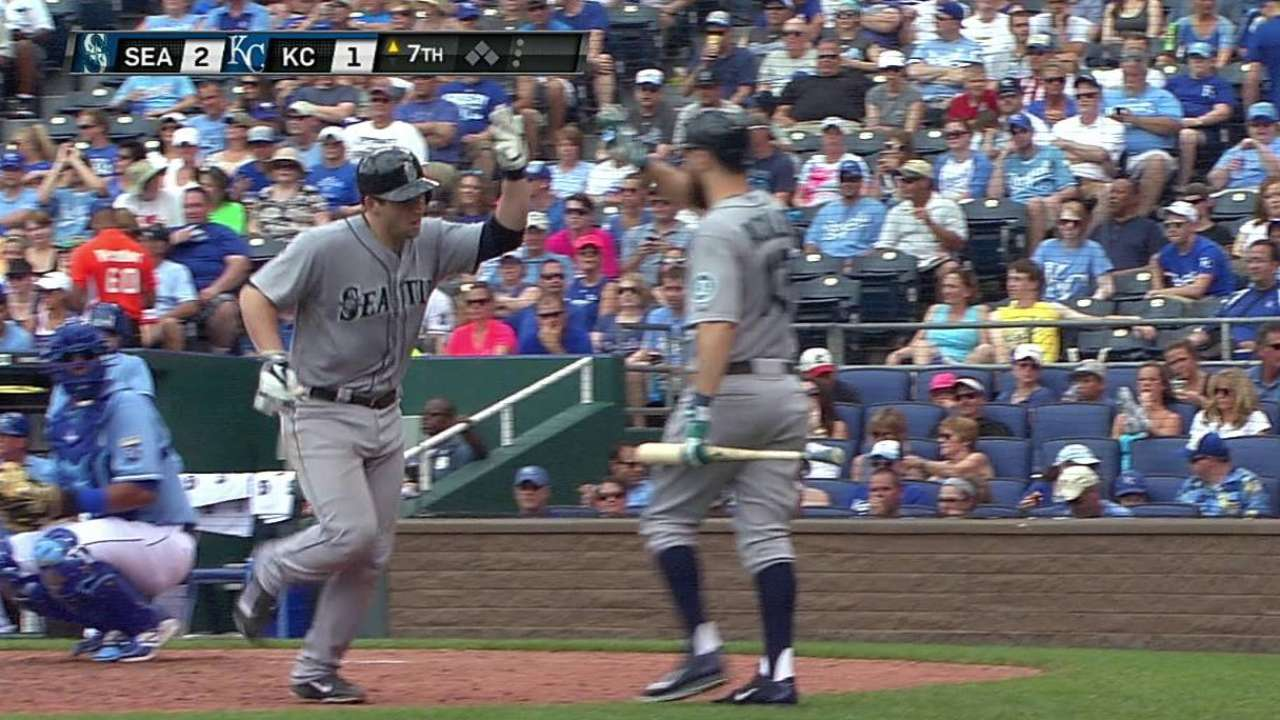 Mariners overpower Royals to secure sweep