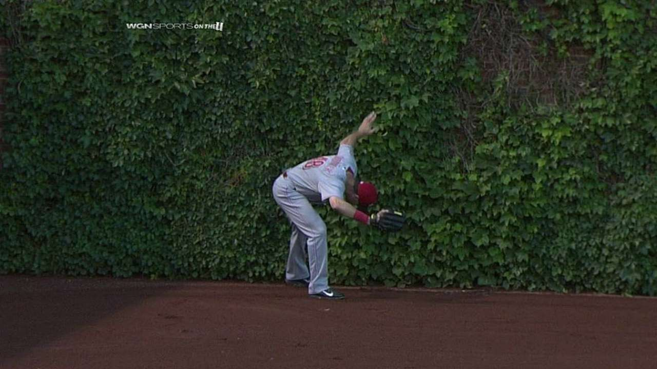 Ball caught in Wrigley Field ivy costs Cubs a run