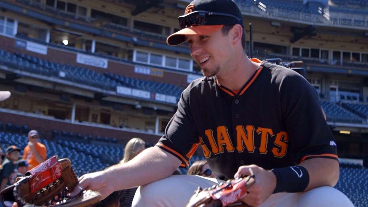 Posey donates 1,000 gloves to Junior Giants