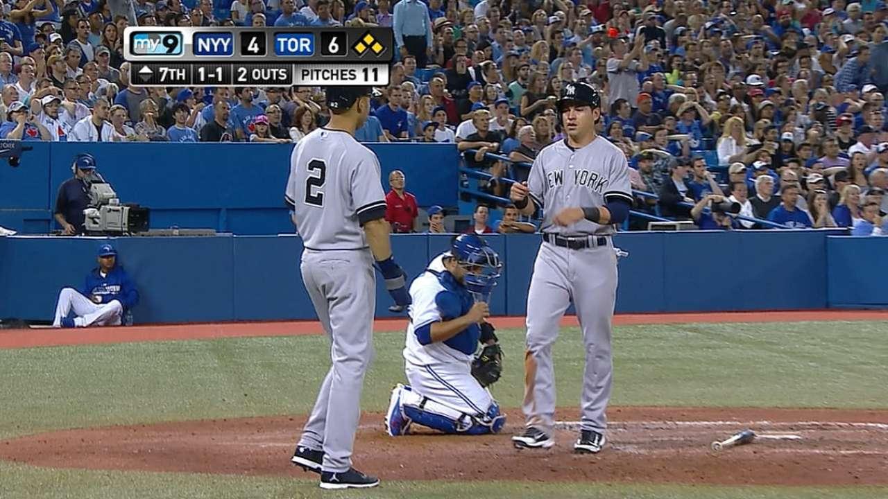 Yankees cometen error costoso y caen ante Azulejos