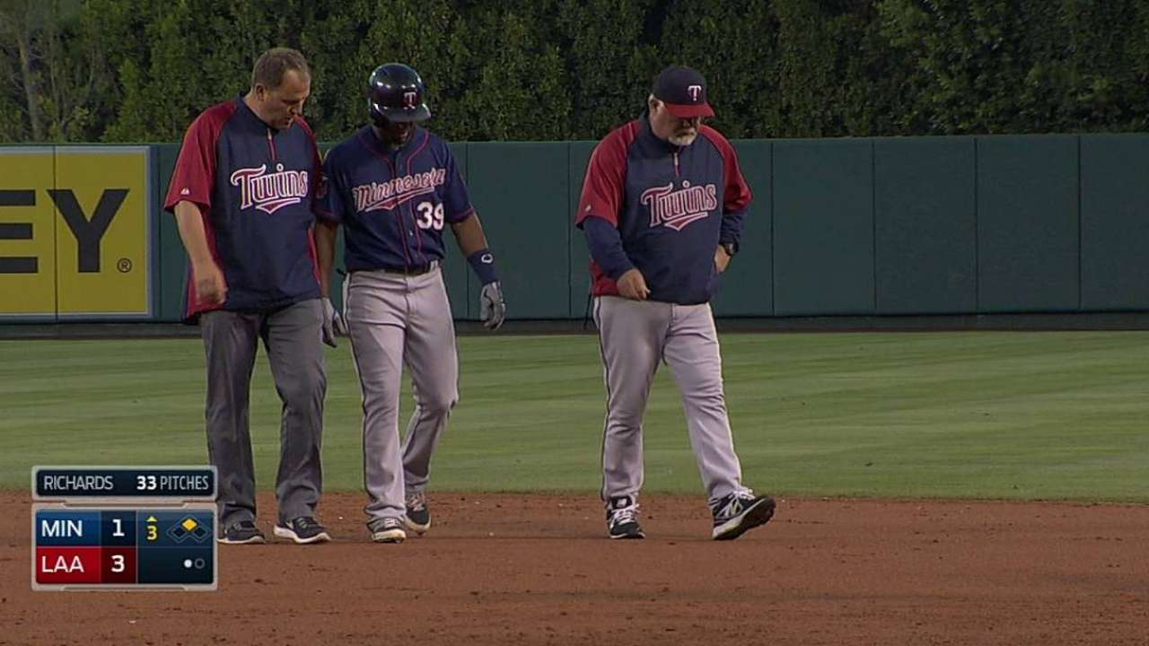 Santana exits game with knee soreness