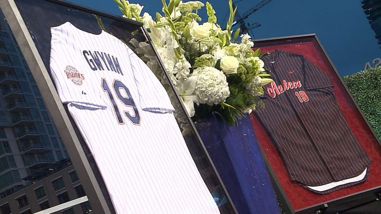 More than 20,000 fill Petco Park for Gwynn tribute