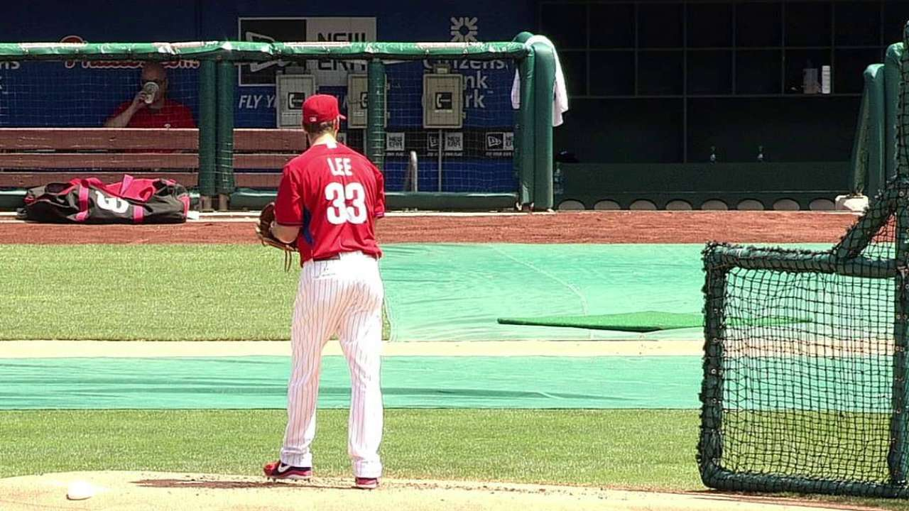 Phillies activate Lee amid flurry of roster moves