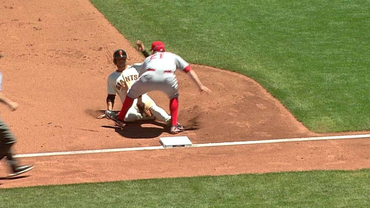Reds finish big sweep of Giants behind Bailey