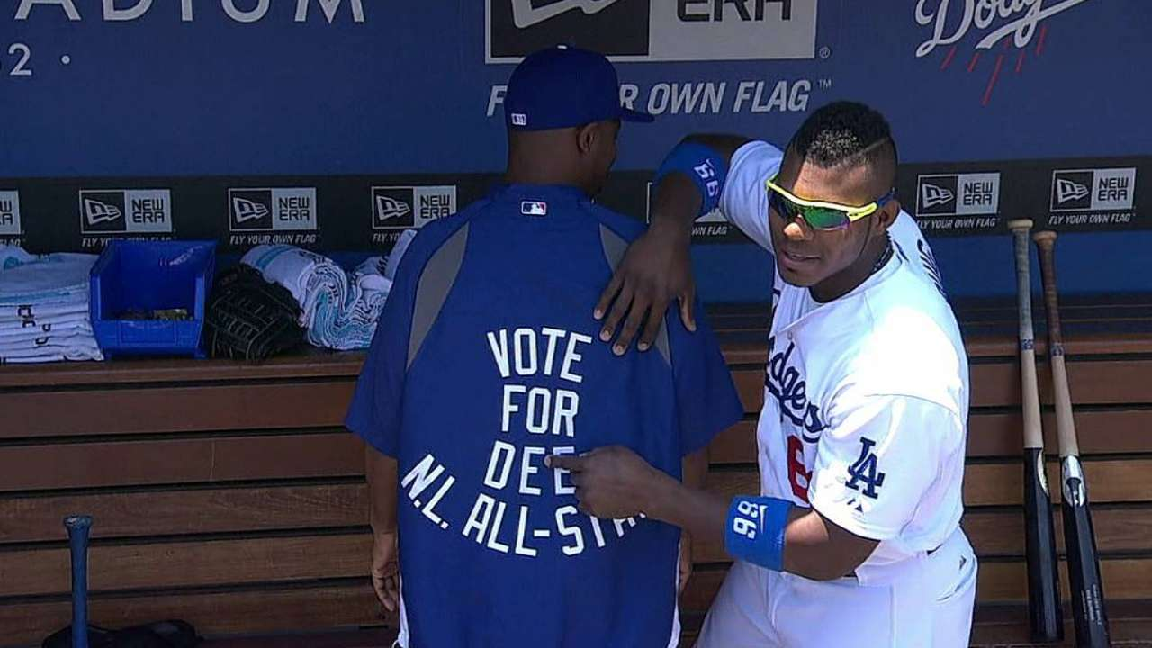 Figgins implores fans to 'Vote for Dee'
