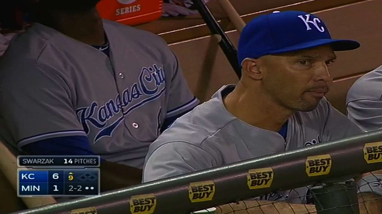 Royals sign veteran hitter Ibanez to big league deal