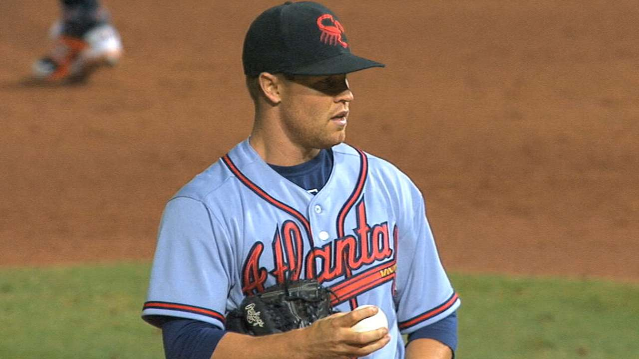 Braves' Simmons adds a power arm to bullpen