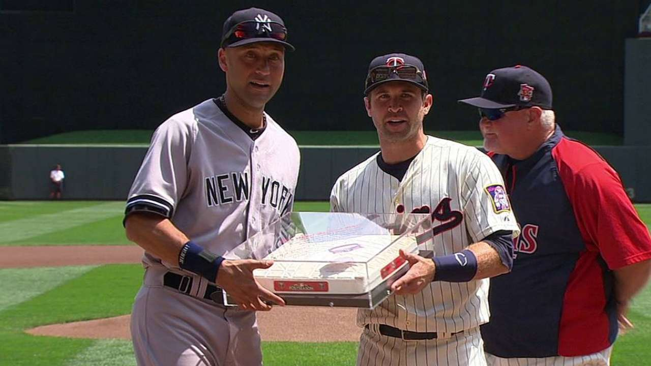 Twins send off Jeter with gift from Metrodome