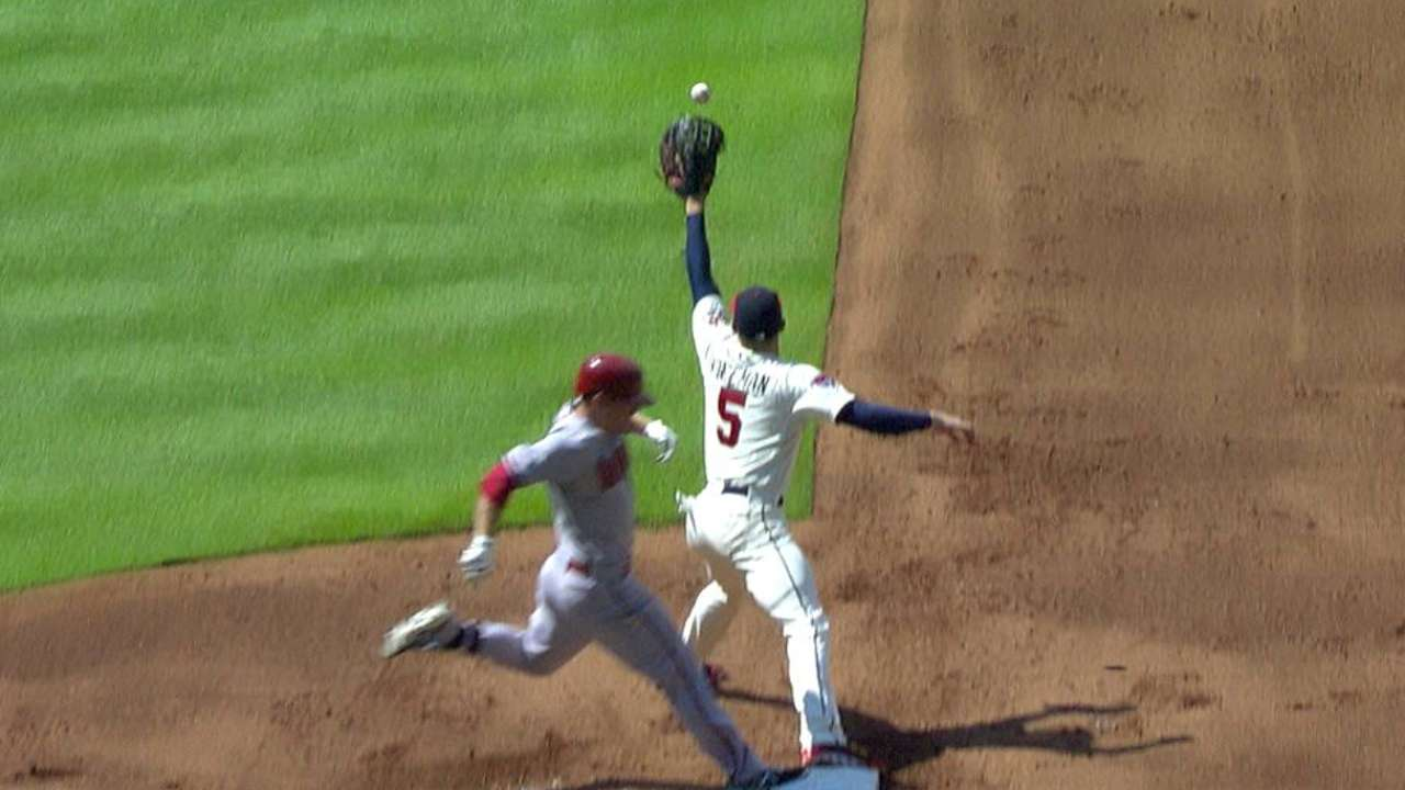 Gibson's successful challenge leads to D-backs run