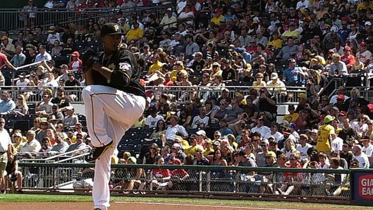 Pirates top Phils to move five games over .500