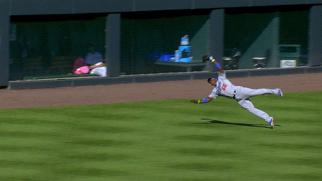 Puig recovers on the fly to turn stellar double play