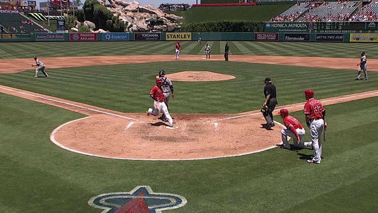 Angelinos barrieron a los Astros detrás de Richards