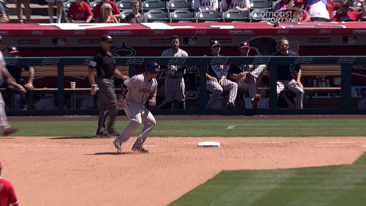 Astros fueron dominados por Richards en Anaheim