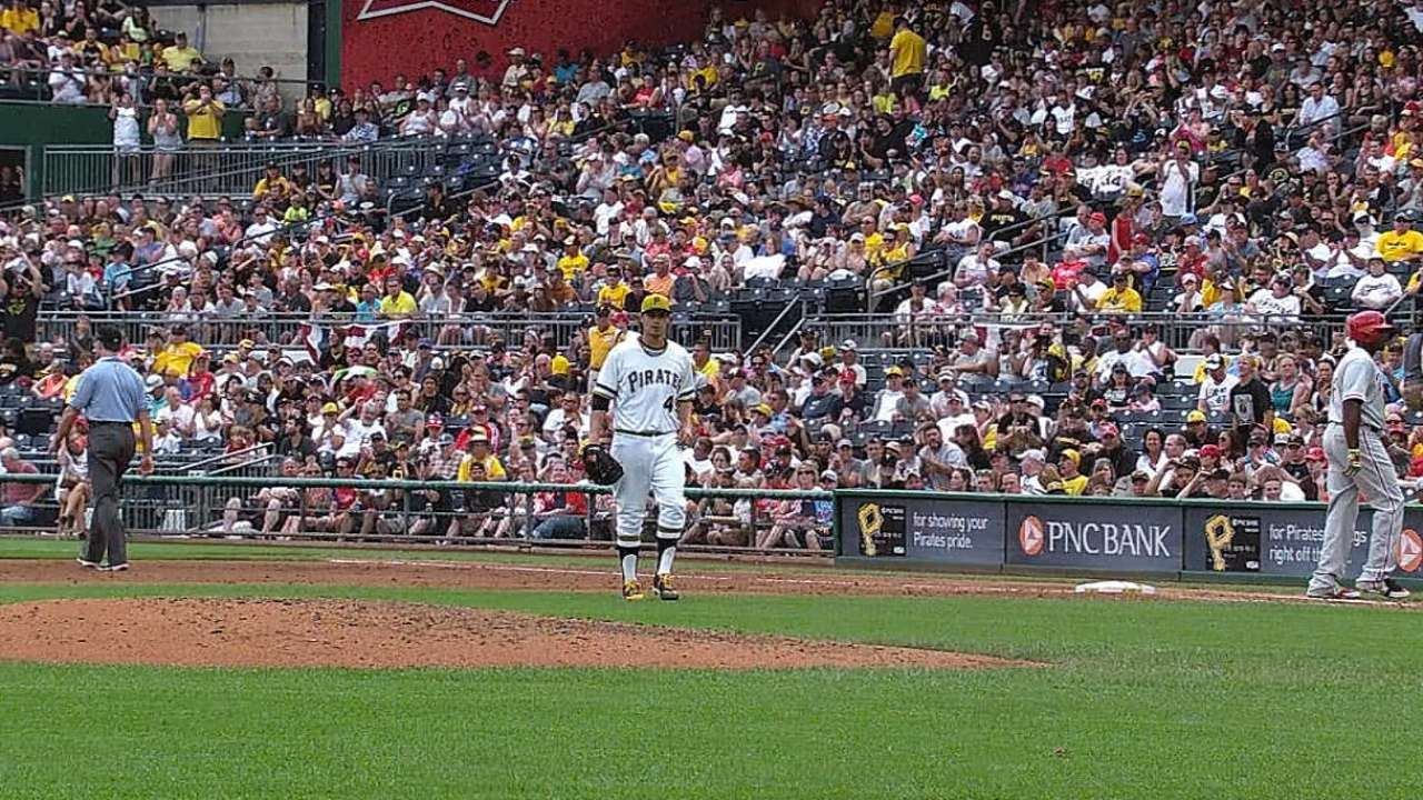 Locke beats Burnett to secure Bucs' first sweep