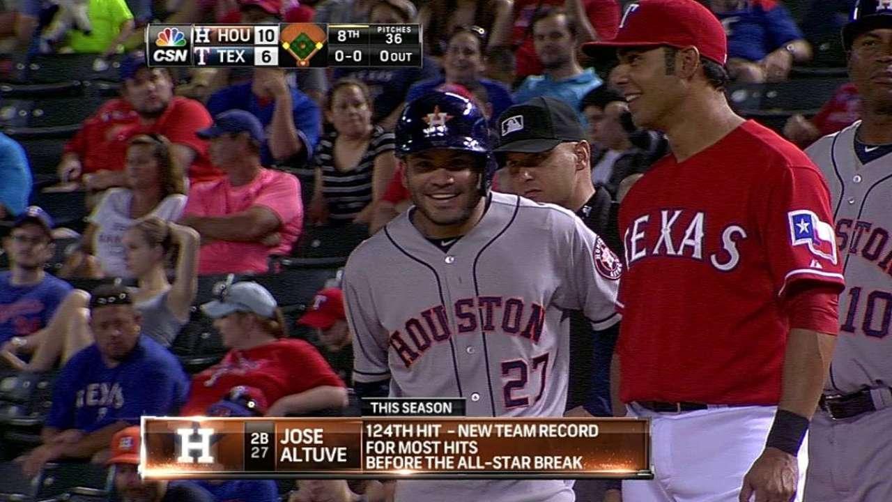 Altuve hizo historia en paliza de Astros en Arlington