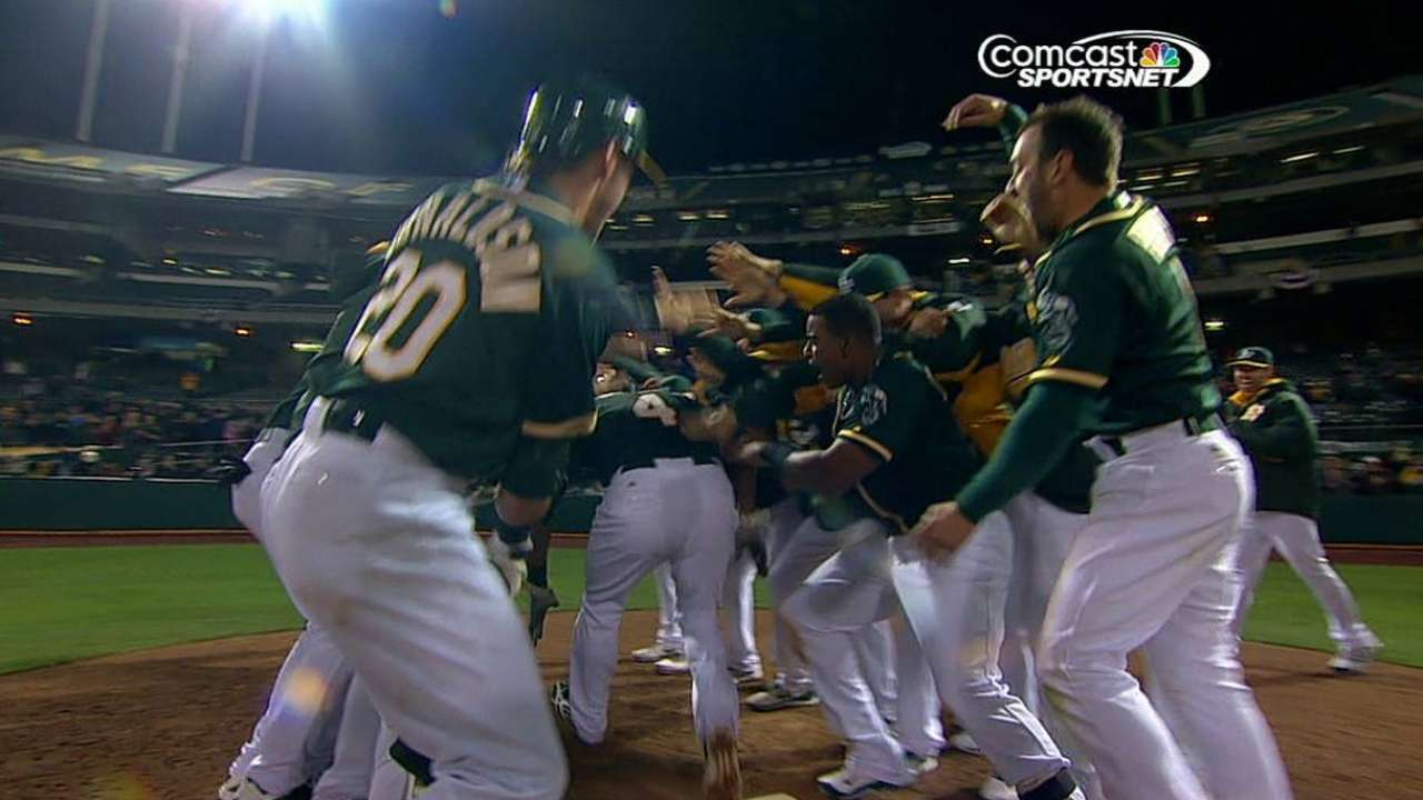 Oakland deja tendido a Seattle con HR de Crisp