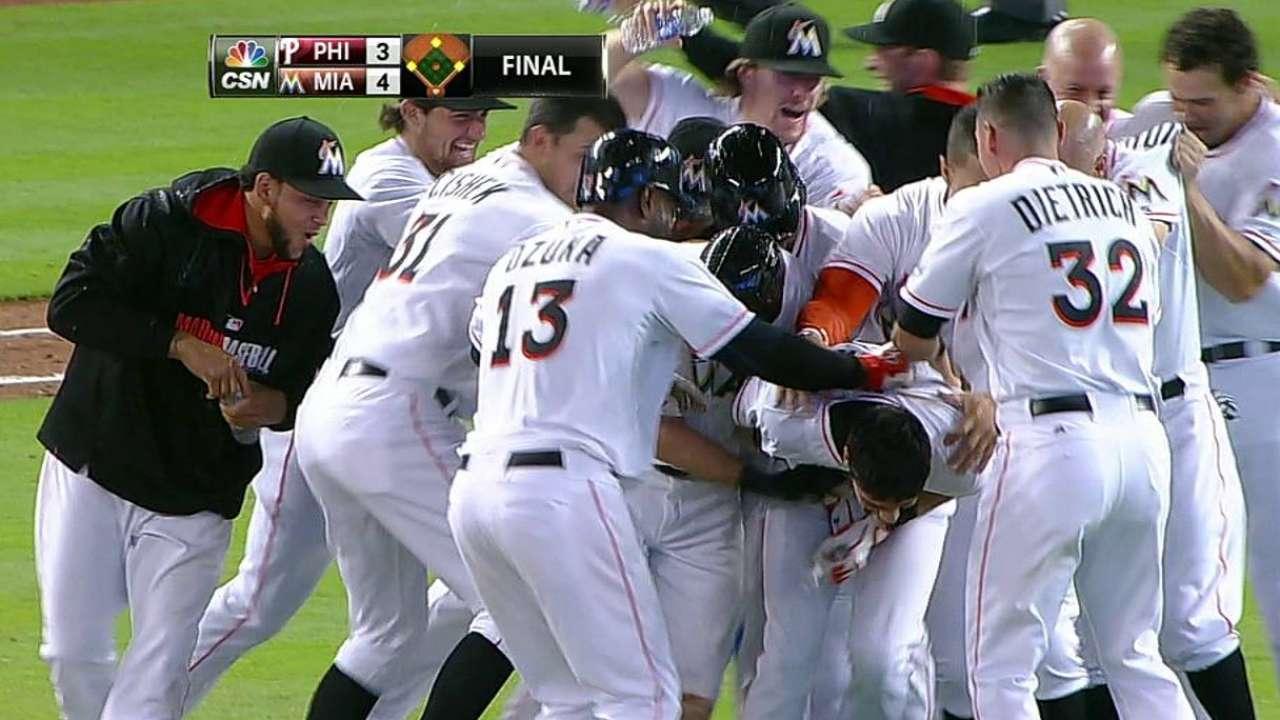 Marlins shake off blown lead, walk off vs. Phillies