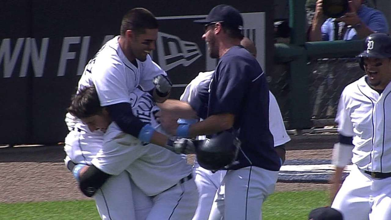 Tigers cash in on error with walk-off sac fly