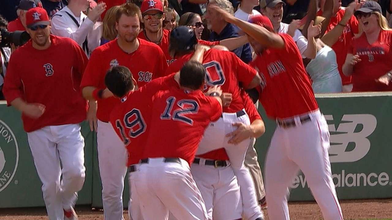 Herrera's walk-off single hands Red Sox matinee