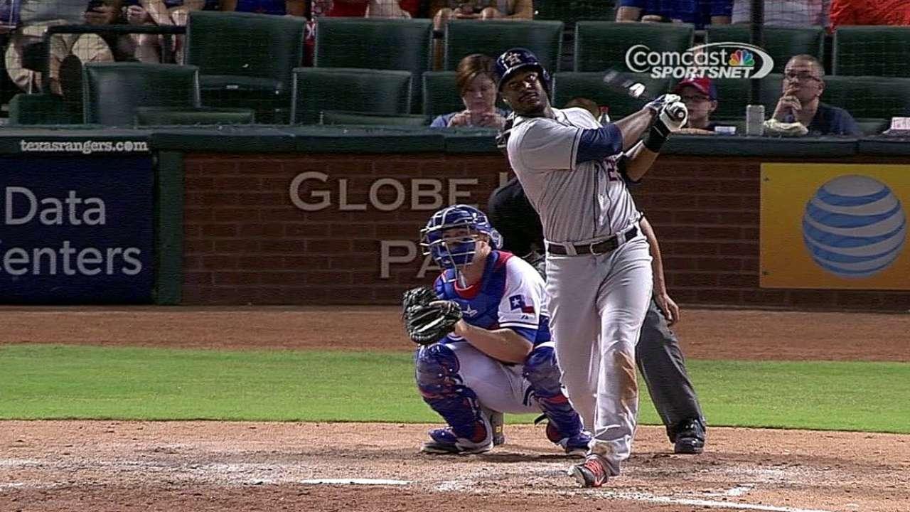 Jonrones de Carter guiaron a Astros sobre Rangers