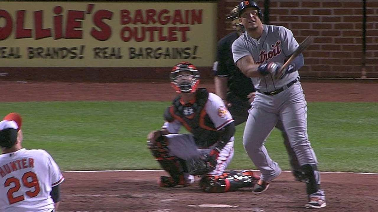 Miggy hits ninth-inning blast to rally Tigers