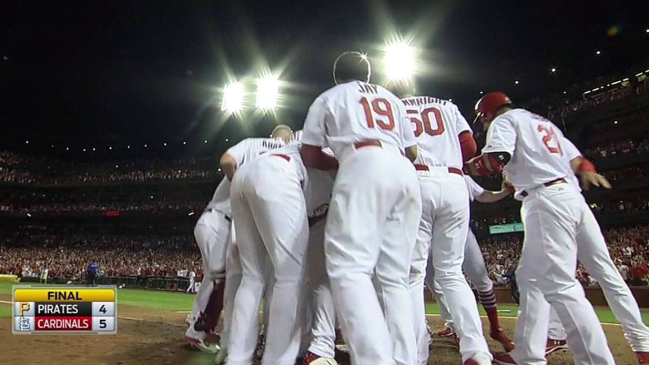 Wong delivers Cards' second straight walk-off win