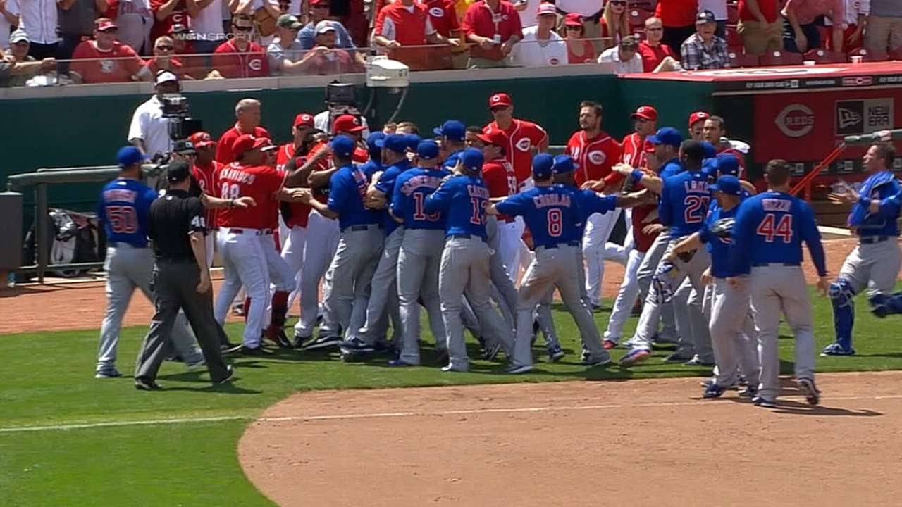 Tempers flare in Cubs-Reds finale