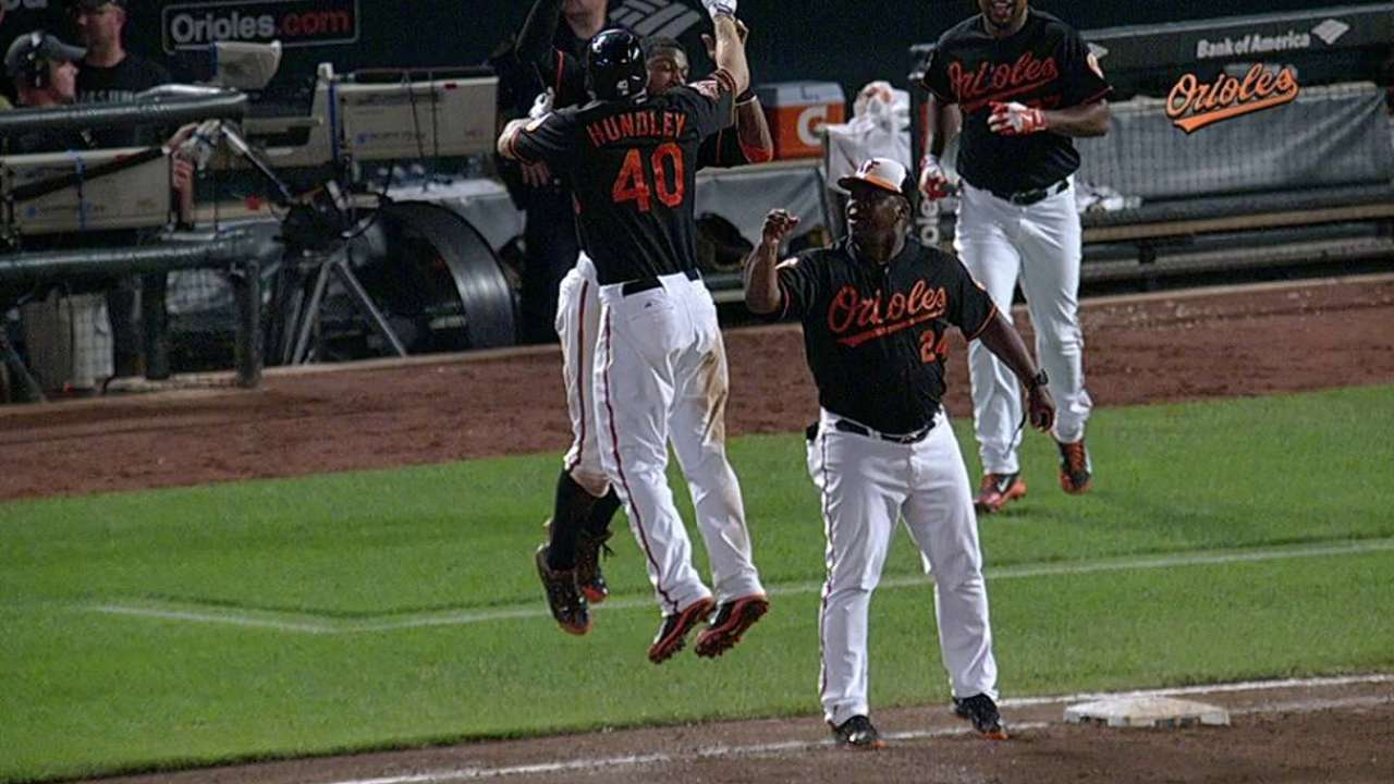 O's open series vs. Yanks with walk-off win in 10
