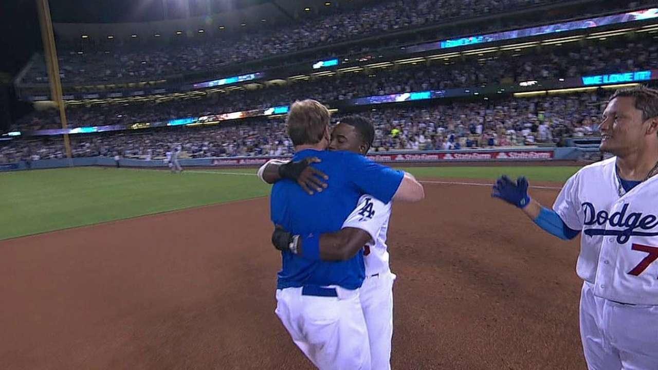 Dodgers triunfan con elevado de sacrificio en la 9na