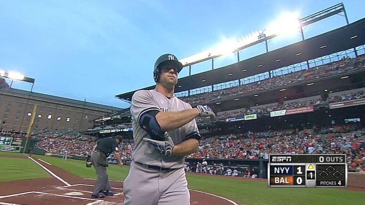 Orioles vencen a Yankees en juego acortado por lluvia