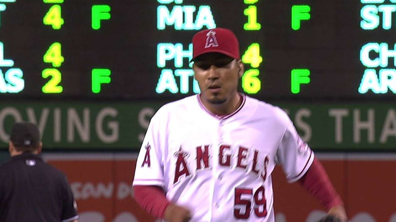 Salas, Cowgill agree to pacts to avoid arbitration