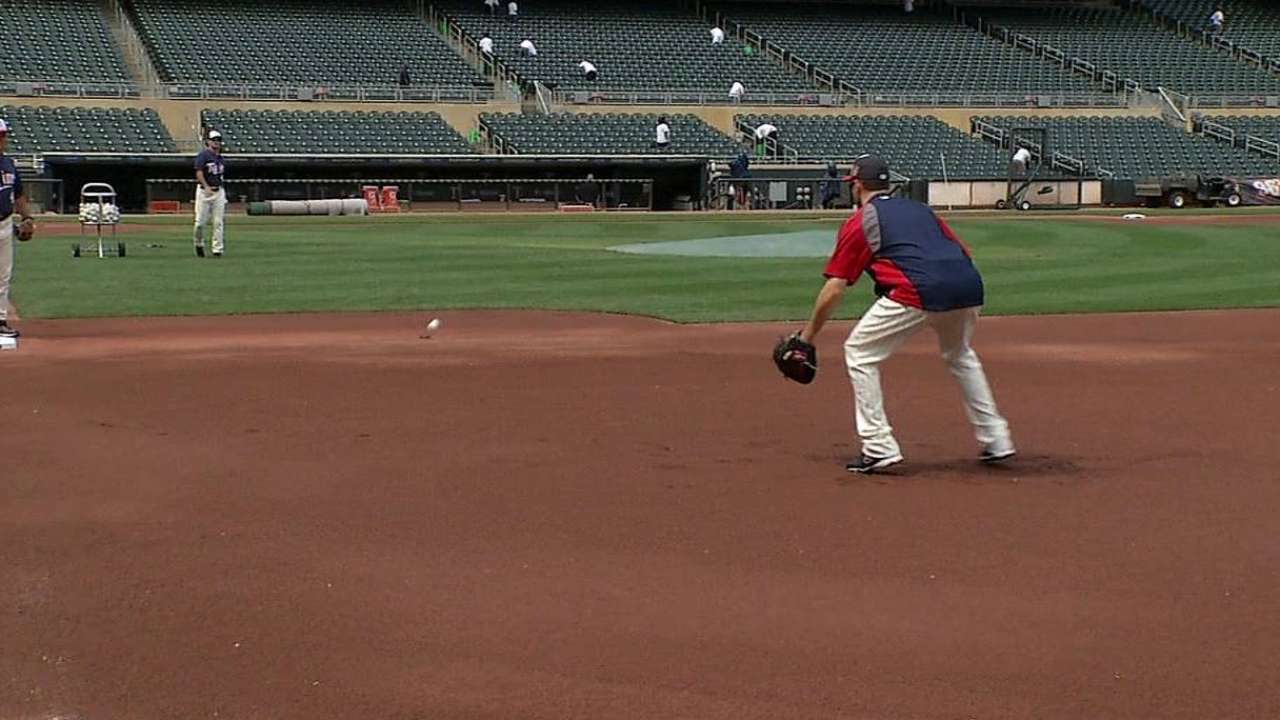 Mauer takes grounders, no timetable for return