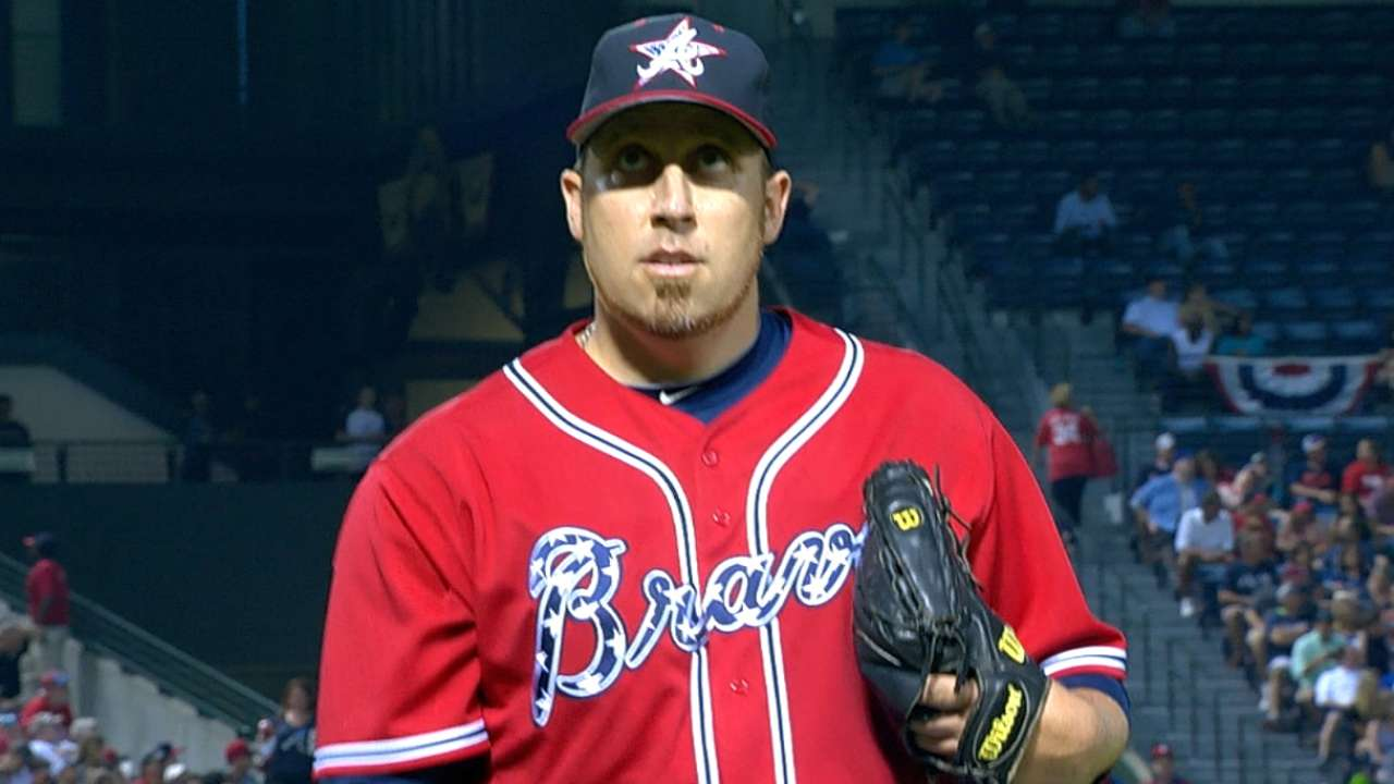 Harang drops pitchers' duel to Hamels, Phillies