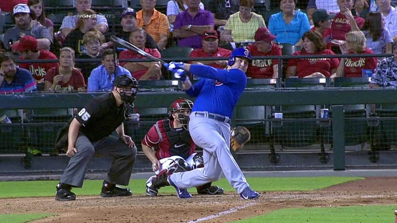 Cubs edged despite Rizzo dazzling with glove, bat
