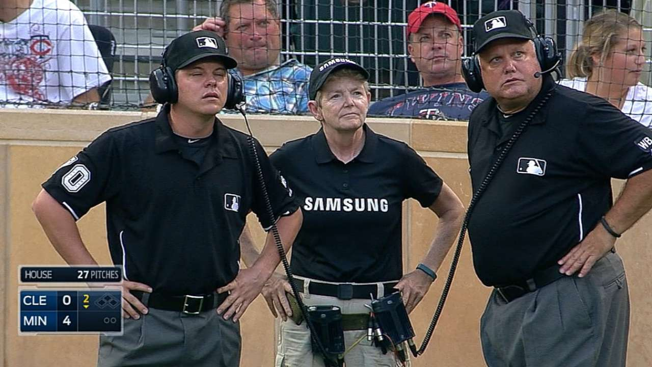 Umpires overturn home run call on Twins