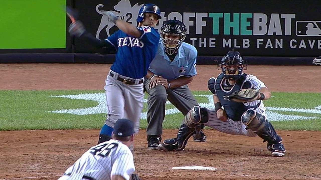 Rangers hundieron a Yankees con ataque oportuno