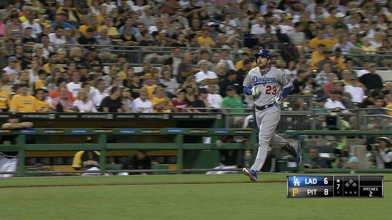 Dodgers can't catch Pirates, drop slugfest