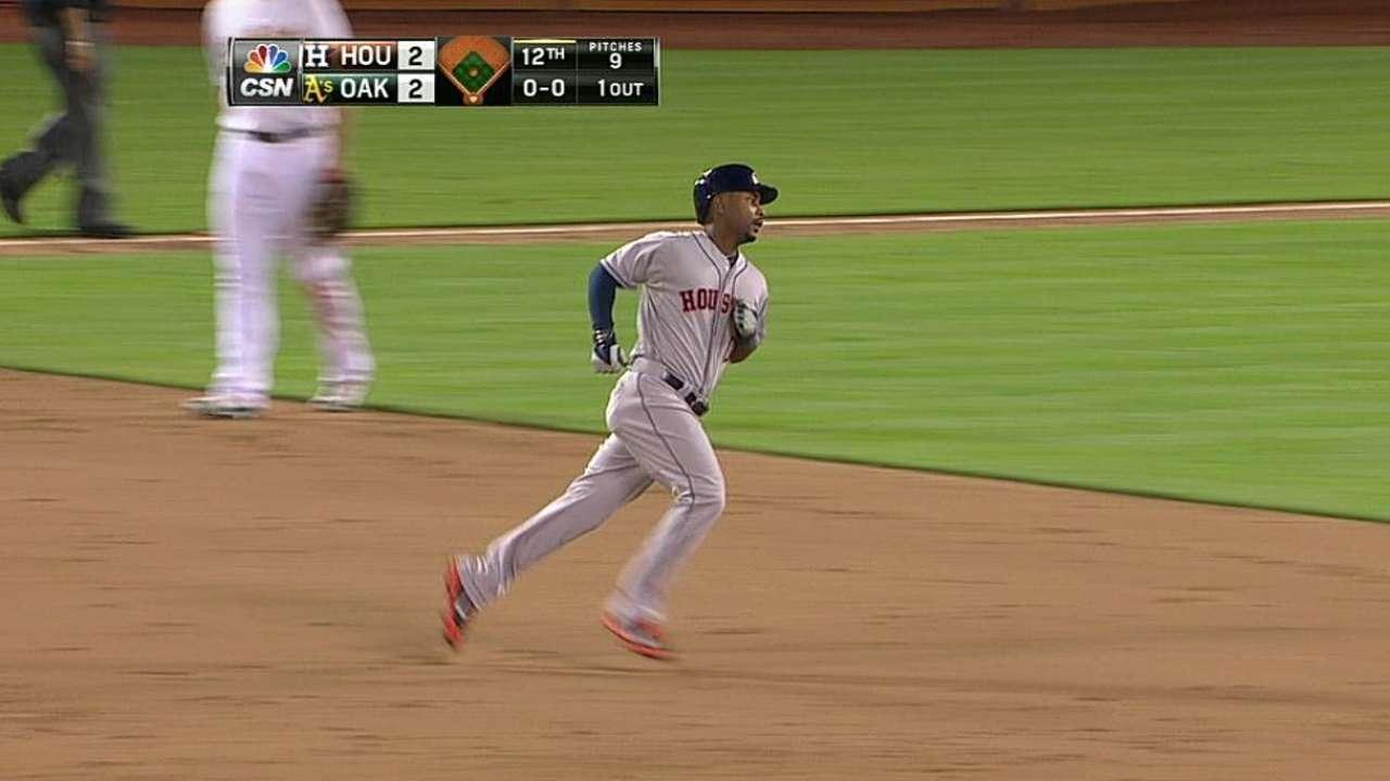 Palo de Hoes levantó a los Astros en 12 entradas