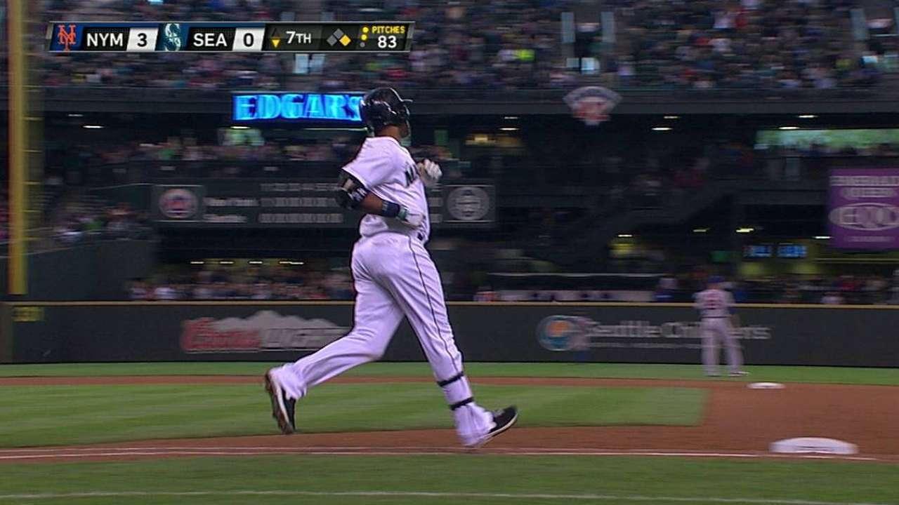 Walker wild as bats struggle vs. Colon, Mets