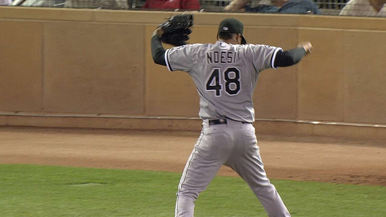 Noesi's arm, Eaton's bat lead Sox over Twins