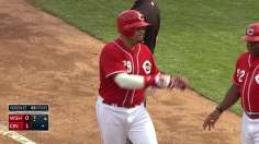 Cueto throws zeros as Reds end steep slide