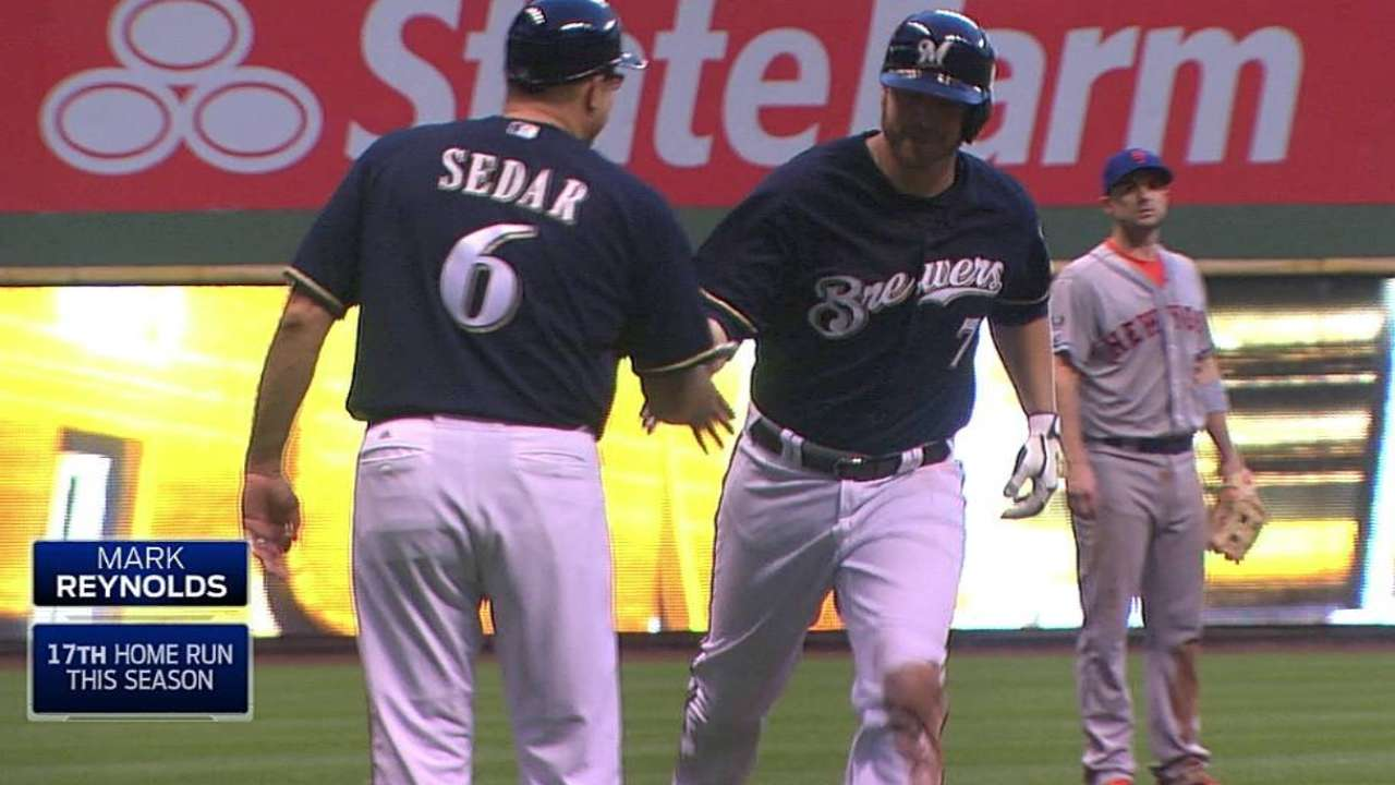 Brewers ride two-out rally to victory vs. Mets